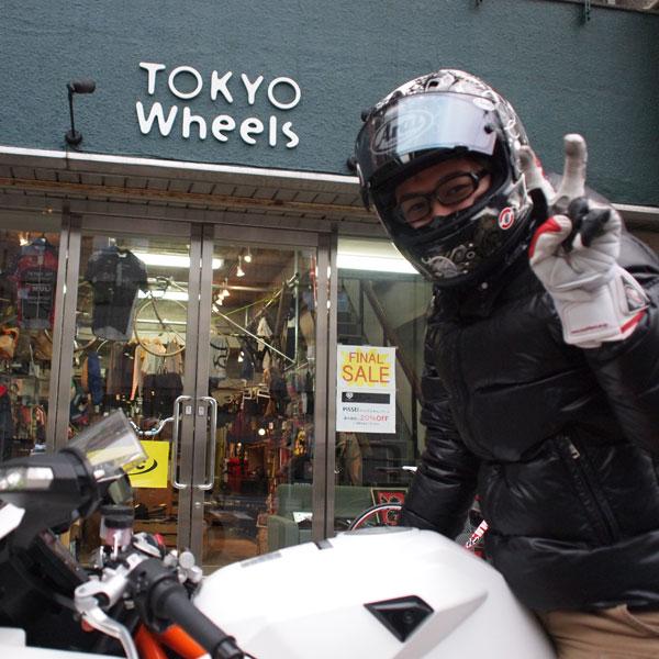 自転車好きエアロバイクでトライアスロンスタッフ