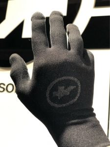 【ASSOSOIRES Spring Fall Liner Gloves】着用