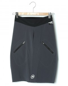 オーバーショーツ【ASSOS TRAIL Cargo Shorts】