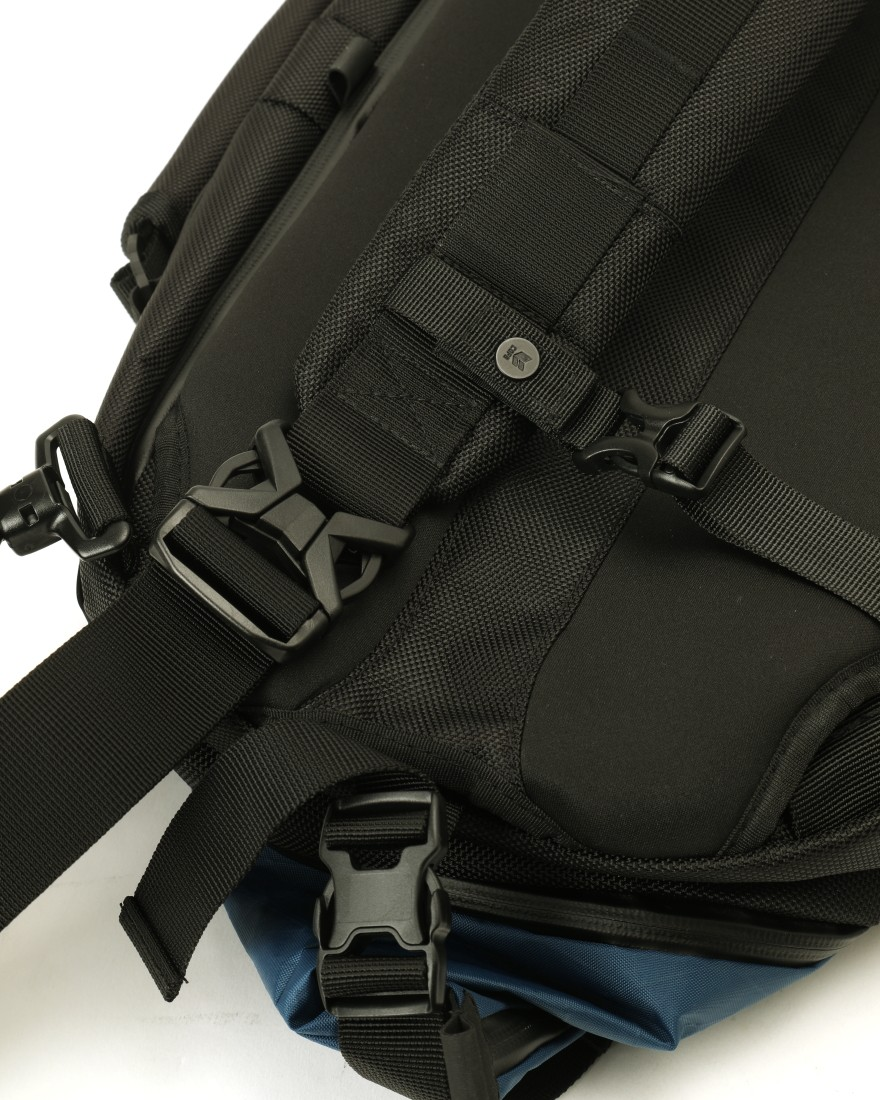 f42ad4891d ... CODE OF BELL防水軽量メッセンジャーバッグ【X-PAC PRO / CROSSPACK-L