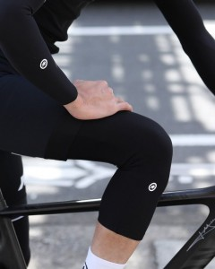 ニーウォーマー【ASSOS kneeWarmer_new】